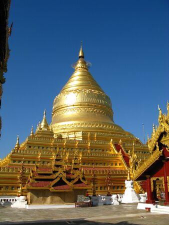 Shwezigon Pagoda in Bagan, Myanmar 写真素材 - 129449498