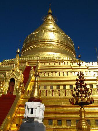 Shwezigon Pagoda in Bagan, Myanmar 写真素材 - 129449688