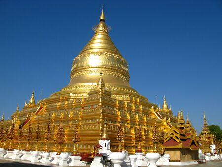 Shwezigon Pagoda in Bagan, Myanmar 写真素材 - 129451065