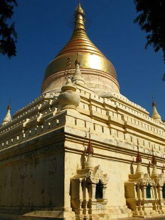Shwezigon Pagoda in Bagan, Myanmar 写真素材 - 129451944