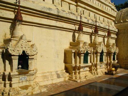 Shwezigon Pagoda in Bagan, Myanmar 写真素材 - 129451949