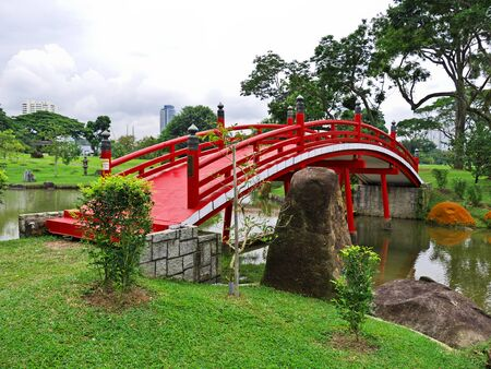 The bridge in Chinese Gardens, Singapore 스톡 콘텐츠