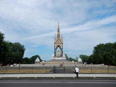 London / UK - 27 Jul 2013: The monument in London city, England 新聞圖片