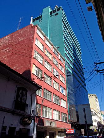 La Paz / Bolivia - 09 May 2011: The hotel in the center of La Paz, Bolivia 新聞圖片
