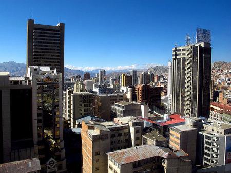La Paz / Bolivia - 09 May 2011: The view on the center of La Paz, Bolivia 新聞圖片