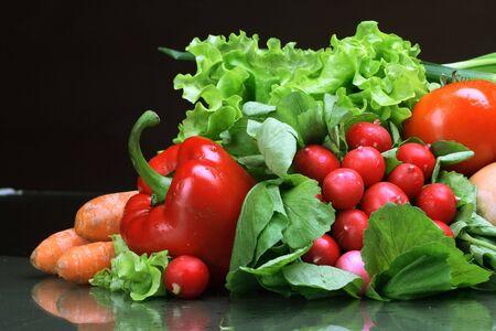 viveres: Hortalizas frescas, frutas y otros productos alimenticios.