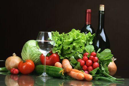 viveres: Verduras y hortalizas frescas, frutas y otros productos alimenticios.
