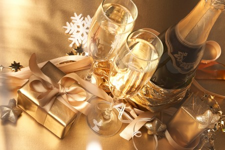 Champagne and gift Stock Photo - 8163930