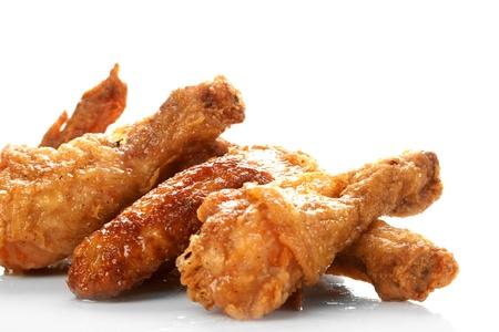 pollo frito: Muslos de pollo en el blanco Foto de archivo