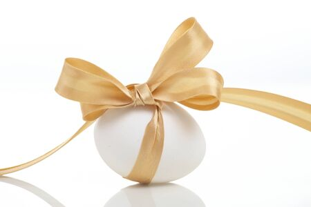 Easter egg with a bow golden Stock Photo - 8491377