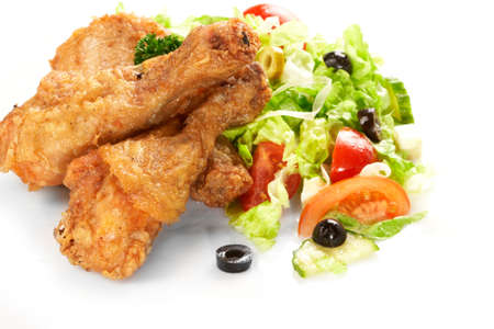 Chicken legs with fresh vegetables Фото со стока