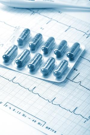 pills on the cardiogram photo