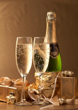 Champagne und Geschenk