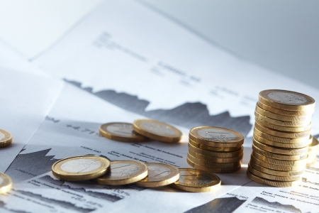 Business-diagram op financieel rapport met munten