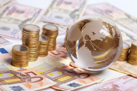 fondos negocios: dinero sobre la mesa