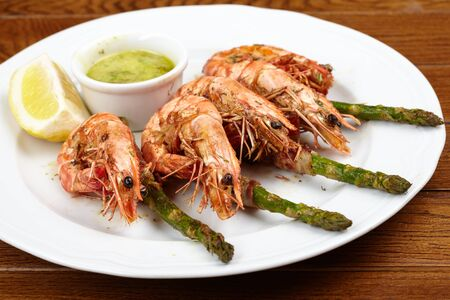 shrimps with asparagus photo
