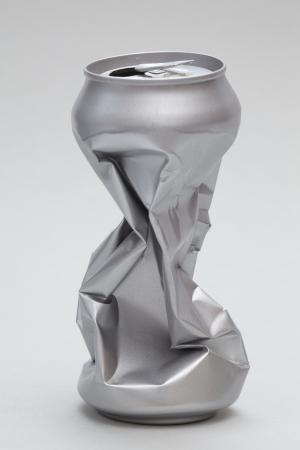 crushed aluminum cans: Aluminio machacada