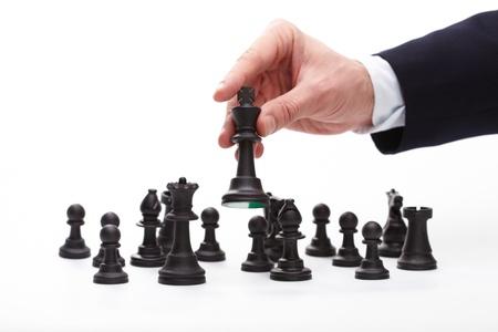 Zakenman bewegende schaken figuur Stockfoto