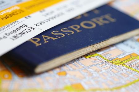 Pasaporte en el mapa
