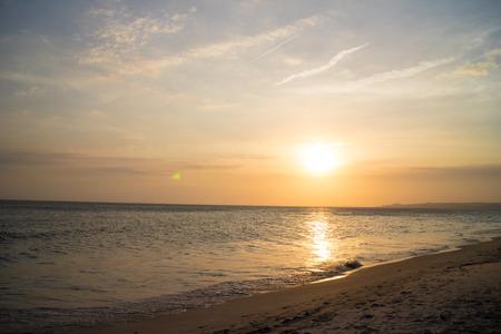 puesta de sol: puesta de sol sobre el mar