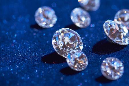 青色の背景色のダイヤモンド 写真素材