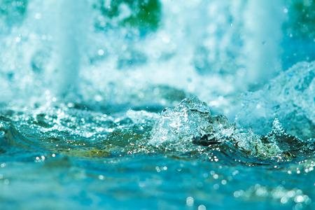 azul turqueza: salpicaduras de agua