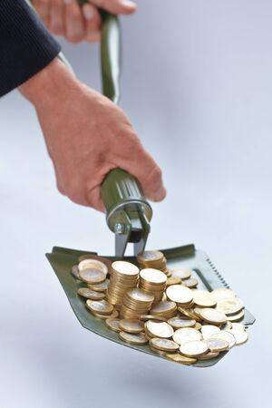 remuneraciÓn: pala con el dinero