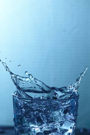 welling: water in glass