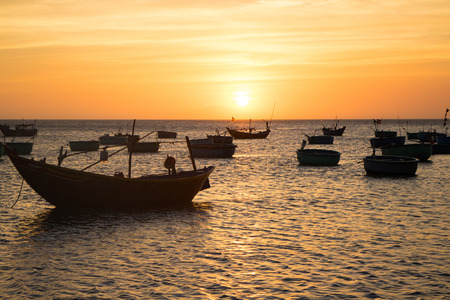 islas: boats
