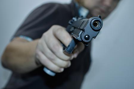 mężczyźni z pistoletu Zdjęcie Seryjne
