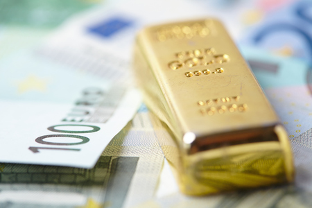 goldbar: gold bar with money Stock Photo