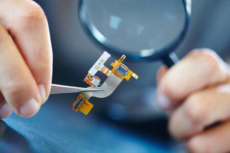 tweezers: microchip with tweezers
