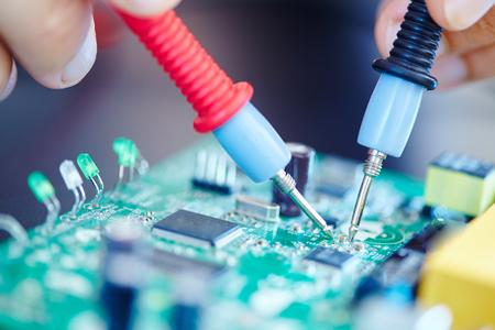 fil de fer: laboratoire électronique