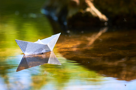 paper boat on the water Banco de Imagens