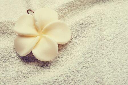 Fleur sur serviette