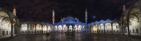 Night view of the Mosque of Sultan Ahmet in Istanbul. October 2016 Banco de Imagens