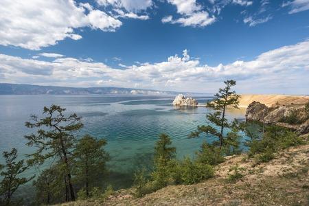 Rock Shamanka on the island of Olkhon 版權商用圖片