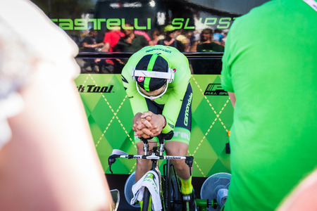 internships: Apeldoorn, Netherlands May 6, 2016; David Formolo is warming up concentrated on the rollers before the Time Trial internships at Apeldoorn.