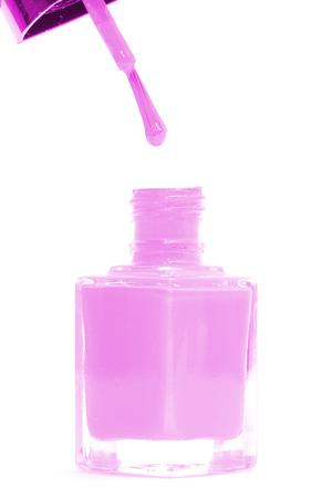 flacon vernis � ongle: Rose bouteille de vernis � ongles isol� sur blanc
