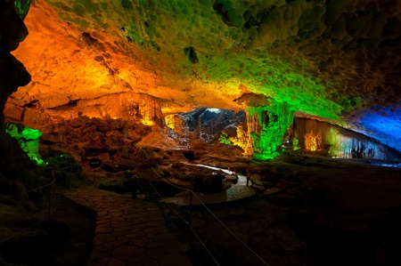 Illuminated interior of Surprising Cave, a major landmark on all Halong Bay boat tours  報道画像