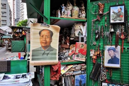毛沢東主席の肖像画、キャットストリートのアンティーク マーケット、Hong Kong 報道画像
