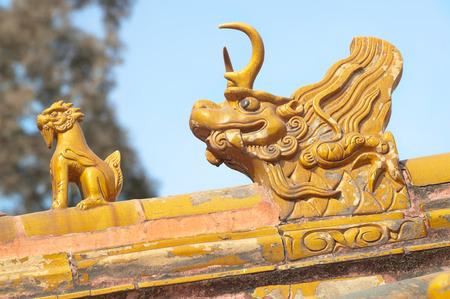 Oranje dak verzorgers bij de Verboden Stad in Beijing China