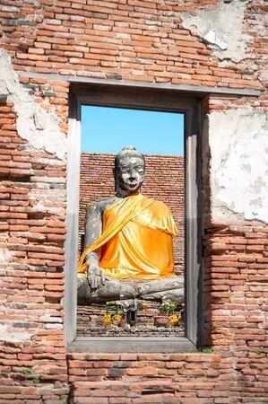 buddha statue: Buddha statue at  Wat Worachetharam, Ayutthaya, Thailand