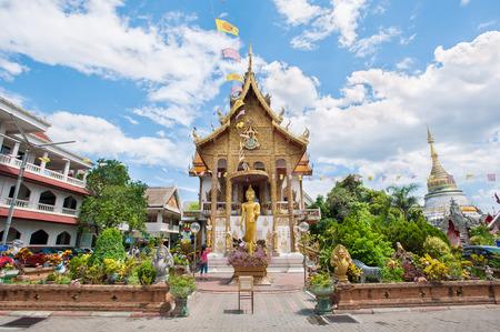 Exterior shot of Wat Buppharam, Chiang Mai, Thailand 에디토리얼