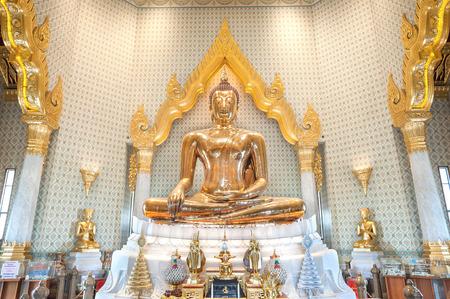 wat traimit: Golden Buddha statue at Wat Traimit, Bangkok, Thailand