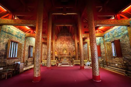 Interior shot of Wihan Lai Kham at Wat Phra Singh, Chiang Mai, Thailand 에디토리얼
