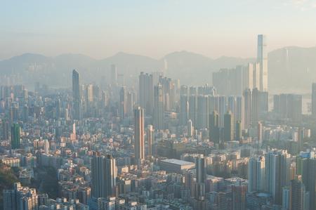 Un paysage urbain Hong Kong pollué vu depuis le sommet de Beacon Hill, Kowloon