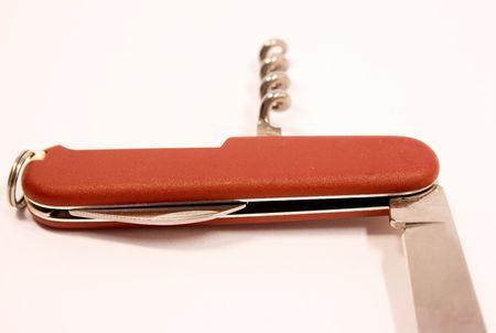 temperino: Rosso penna-coltello con bordo in acciaio su sfondo wgite
