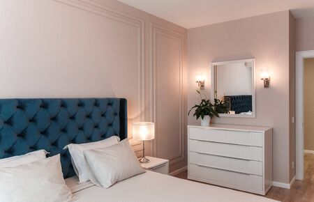 Modern bedroom with white commode and wooden floor Zdjęcie Seryjne