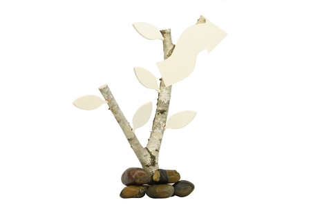 Holzblttern、木製矢印免除、小石とバーチウッドのディレクトリ 写真素材